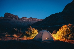 Ein Feldbett kaufen für den Einsatz im Zelt oder im Freien ist für jedermann Lohnenswert