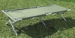 Hier sehen Sie das US Feldbett Alu Oliv