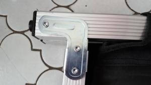 Klappschaniere des Kronenburg XXL Feldbett im Detail