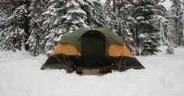 Ein Feldbett im Winter kann durchaus Vorteile haben. Um welche es sich handelt erfahren Sie hier!